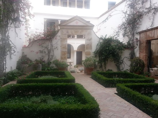 Las Casas de La Juderia: courtyard