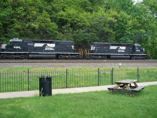Horseshoe Curve National Historic Landmark : NS trains at the curve