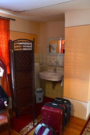 Hotel Raidel: Sink area (to the left of the shower)