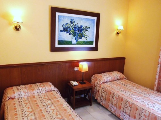Hostal Acapulco: Twin Beds with Ensuite