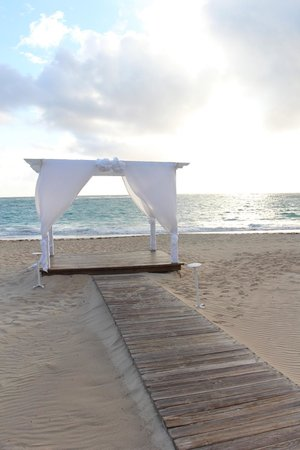 Luxury Bahia Principe Ambar Blue: Wedding Area