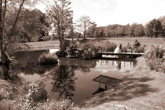 Laceby Manor Golf Club Restaurant and Bar: Jetty across to the Folly