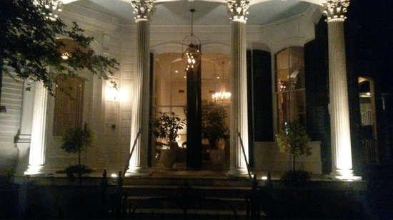 Melrose Mansion: The front entrance at night