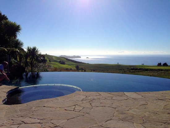 The Lodge at Kauri Cliffs : the infinity pool & spa.