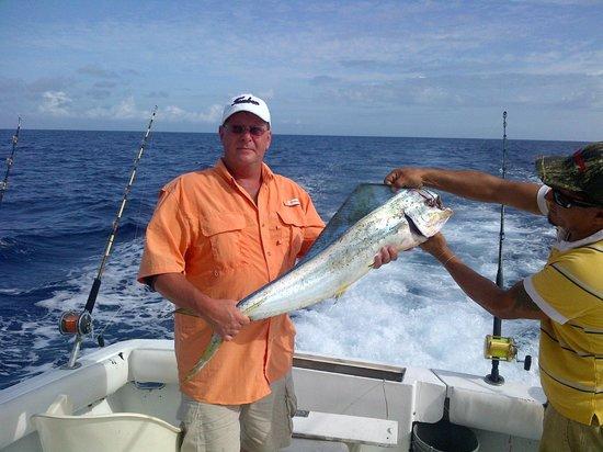 Shawn 39 s first mahi mahi picture of cozumel charters for Cozumel fishing charters