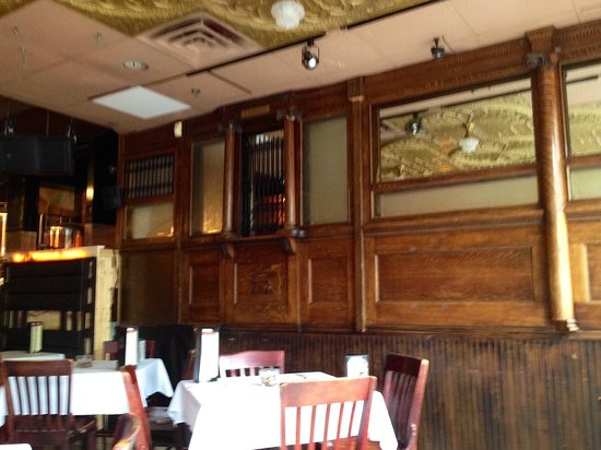 Martha's Exchange Restaurant and Brewing Co.: Portion of the old merchant's exchange used as interior