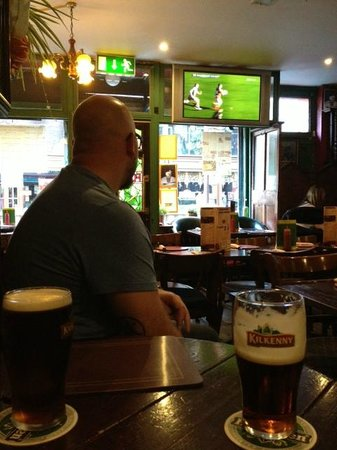 The Hairy Lemon Cafe Bar: The view of Gaelic Football and the dining area.