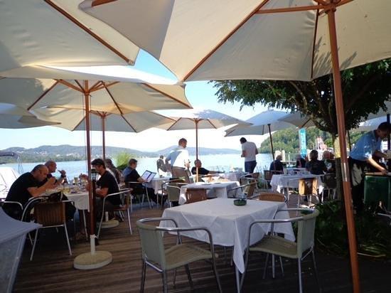 Reifnitz, Østerrike: breakfast by the lake