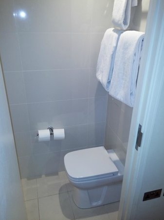 Holiday Inn London - Kensington: Baño
