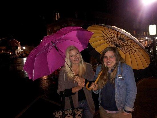 Camden Riverhouse Hotel and Inns : Umbrellas on loan from the Camden Riverhouse Inn