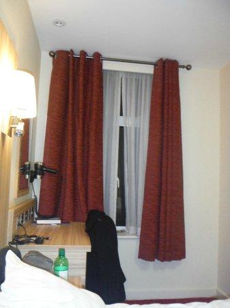 Kensington Close Hotel: Habitación