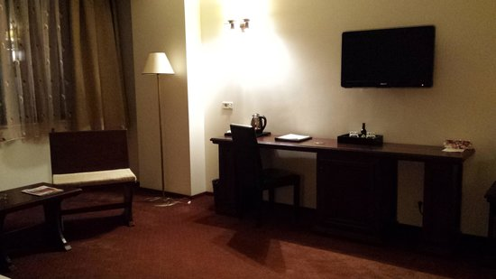 Hotel International: The rest of the room