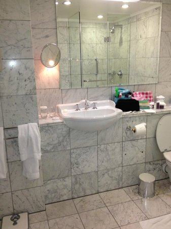 The Merrion Hotel: bathroom