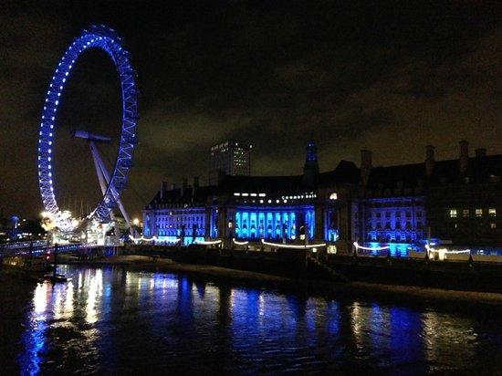 London Marriott Hotel County Hall: LONDON EYE AND MARRIOTT COUNTY HALL