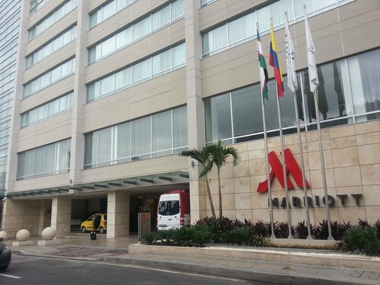Cali Marriott Hotel: Front of hotel from across the street