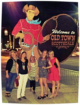 Old Town Scottsdale: Traditional photo opportunity at the Old Town cowboy sign.