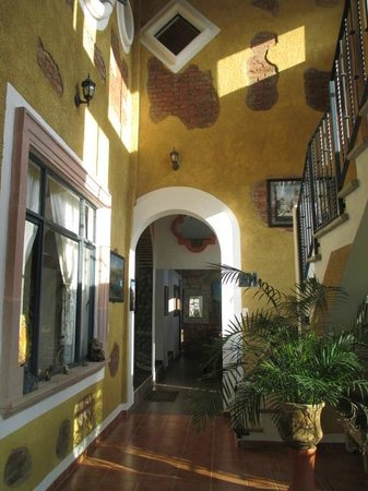 Casa Zuniga B&B: high cielings
