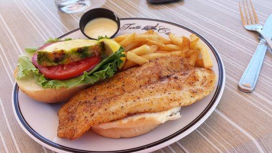 Vanderbilt Beach Resort: Beach-day lunch at The Turtle Club - Grouper Sandwich, yumm!