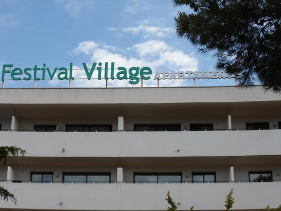 Festival Village: front area of hotel