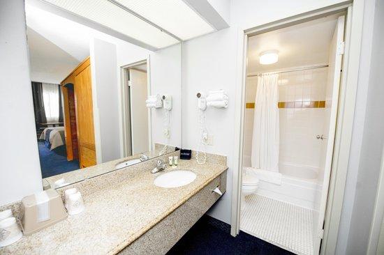 Grand Country Resort: Guest Room Bathroom