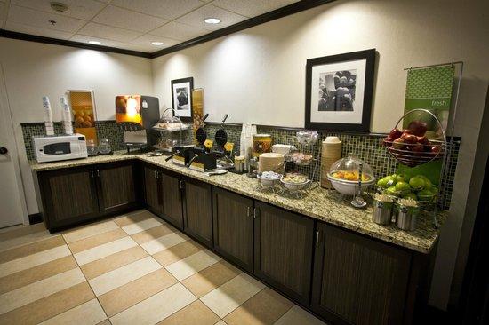 Hampton Inn Charleston - Airport / Coliseum: Free Breakfast
