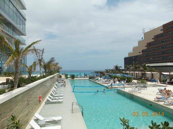 Secrets The Vine Cancun : área de albercas