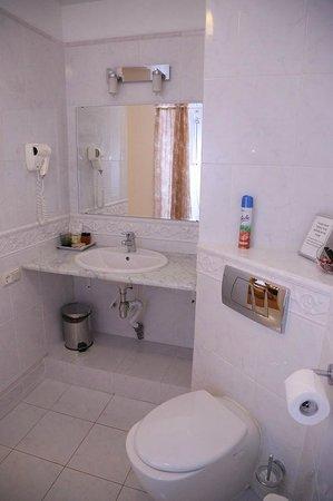 Casa Leto: Bathroom ( Rossi room)