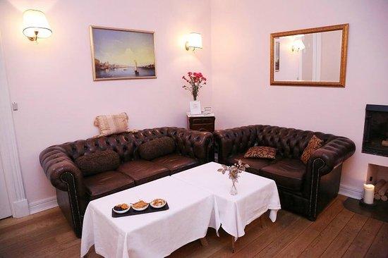 Casa Leto: Fireplace
