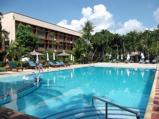 Basaya Beach Hotel & Resort: Pool