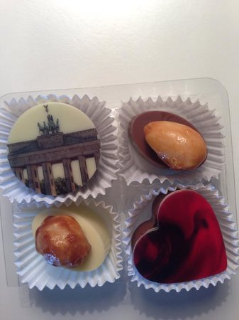 Casa Camper Berlin: Loved the Brandenburg Gate chocolate - seemed a shame to eat it!