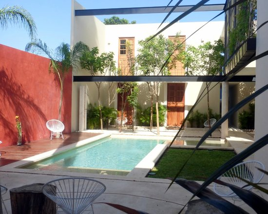 Koox Casa de las Palomas Boutique Hotel : Pool and rooms located in the back of property