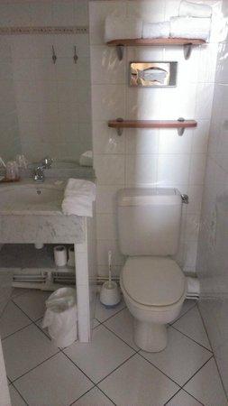 Hotel Colbert : Un baño que necesita una reforma