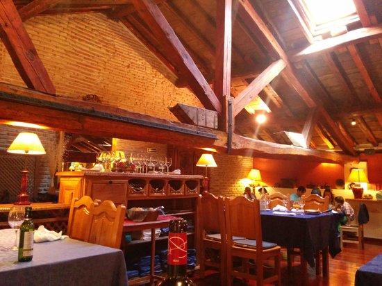 Hotel Real Monasterio de San Zoilo: Muy acogedor y muy buena cocina y bodega