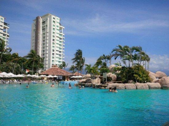 Casa Magna Marriott Puerto Vallarta Resort & Spa: View from the poolside