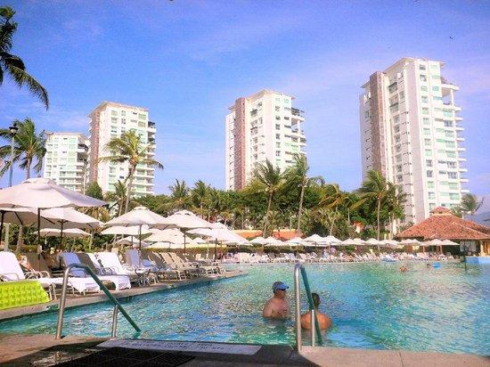 Casa Magna Marriott Puerto Vallarta Resort & Spa: Pool area and beyond