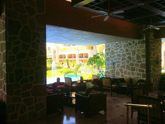 Casa Magna Marriott Puerto Vallarta Resort & Spa: View from the bar