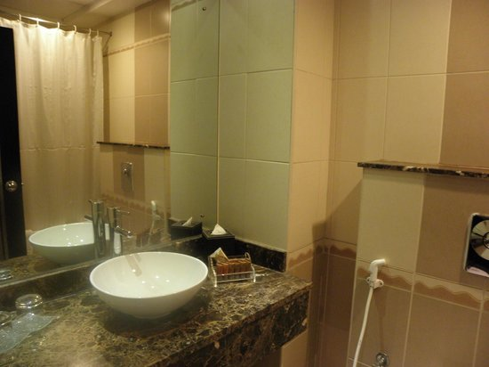 Landmark Hotel Riqqa : Bathroom