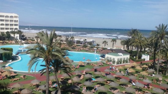 Evenia Zoraida Garden: Vista de una de las piscinas