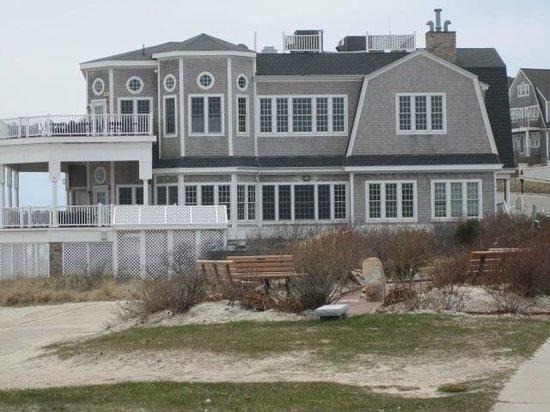 The Seaside Inn: Attractive gray shingled neighboring buildings