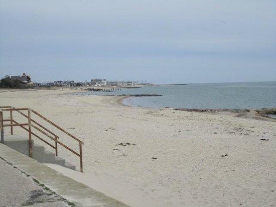 The Seaside Inn : Lovely white sand beach