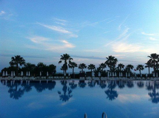 Voyage Belek Golf & Spa : Main pool sunset