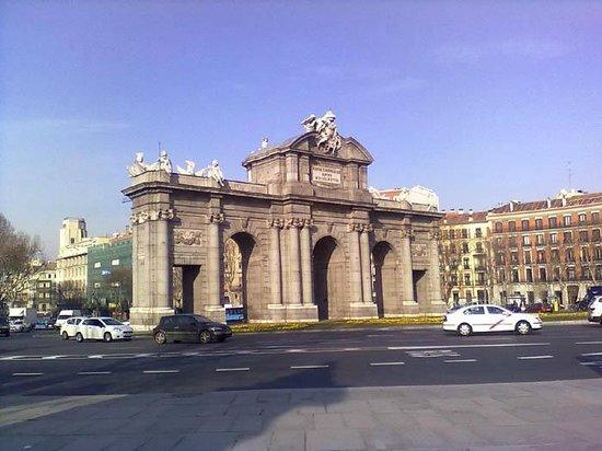 Puerta de alcala picture of puerta de alcala madrid - La puerta de alcala ...