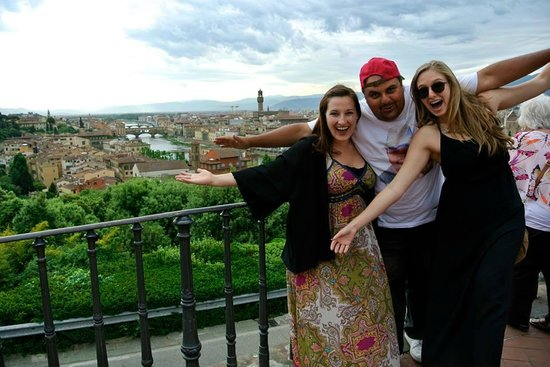 Fun in Tuscany: we love the tour guides!