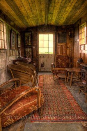 Belle Grove: Barn Hut I
