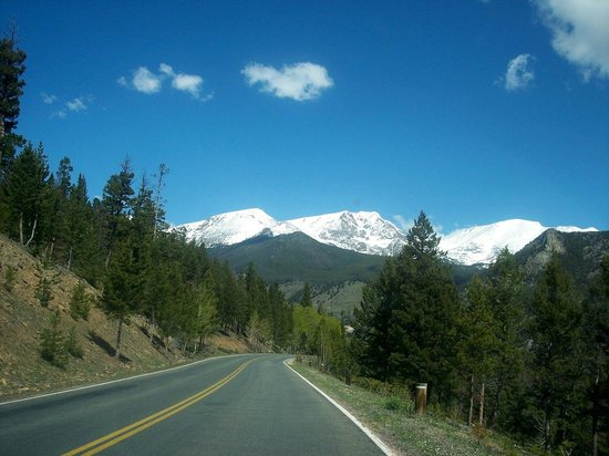 Longs Peak : More snow caps