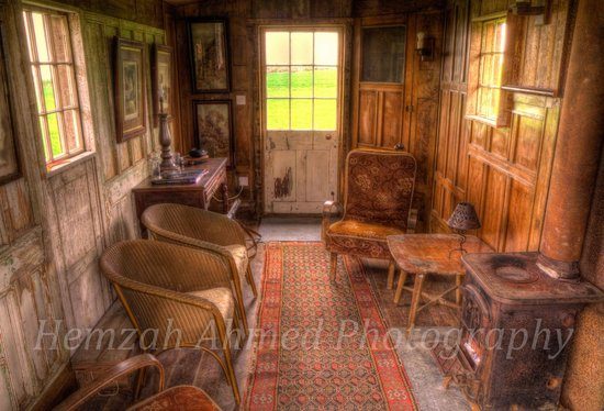 Belle Grove: Barn Hut II