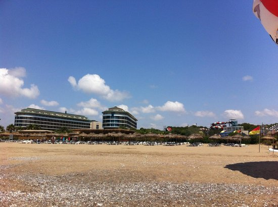 Voyage Belek Golf & Spa : View of main building from beach