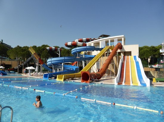 Voyage Belek Golf & Spa : Kids pool - water slides