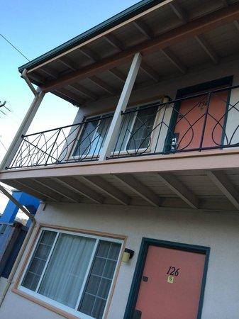 El Camino Inn: balcony detail