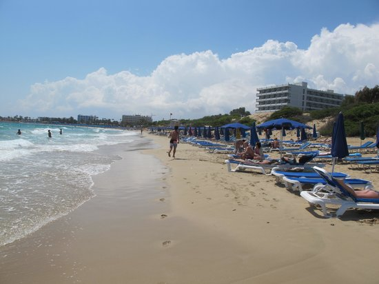 Glyki Nero Beach: Больше километра чистейшего мягкого песочка
